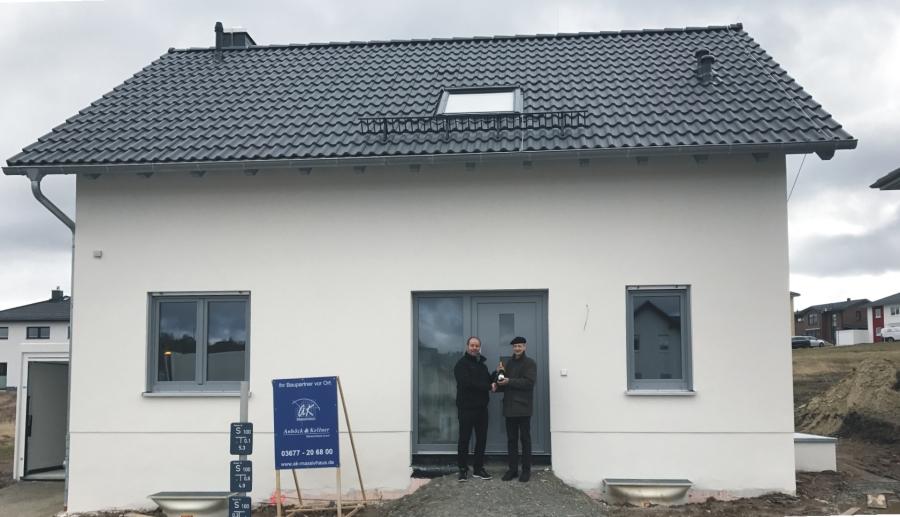 Ein weiterer glücklicher Bauherr in Ilmenau – Hausübergabe im neuen Baugebiet